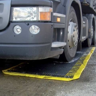 Fertőtlenítő szőnyeg járművek alá